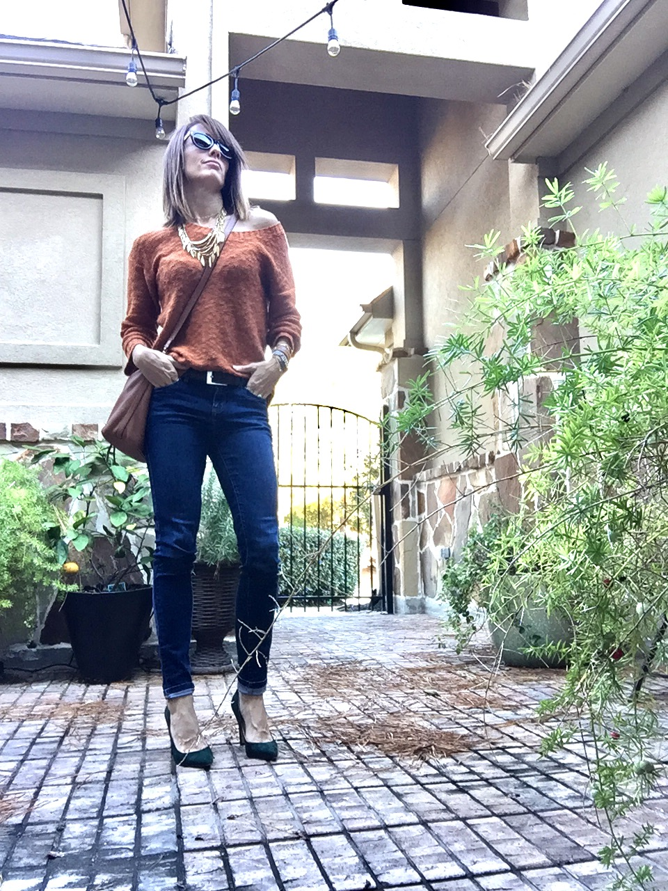 front tuck, sweater weather, skinny jeans, my style, method39, wardrobe stylist, suede heels, fall fashion,