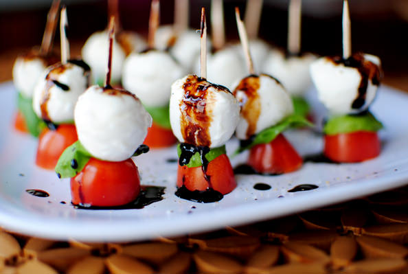 caprese skewer, mozzarella, cherry tomatoes, basil, balsamic vinegar glaze, pretty, red, green, white, yummy