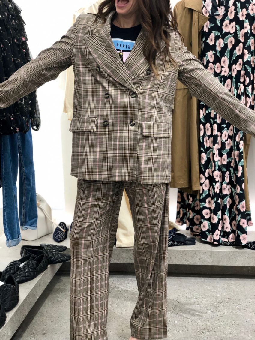 zara, plaid, suit, pink, neutral, high waisted, wide legged, pleats, graphic T, casual, dressy, separates, method39, fall2019, my style, style advisor, wardrobe stylist, what to wear